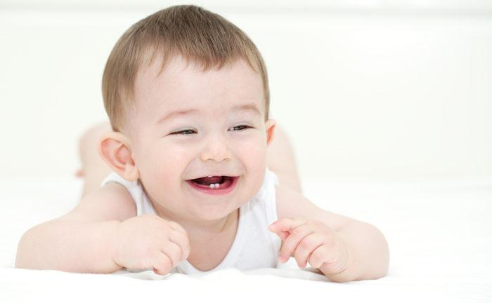 วิธีการรับมือเรื่องฟันน้ำนม ฟันซี่แรกของลูก