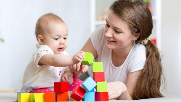 การส่งเสริม พัฒนาการเด็กวัย 7-9 เดือน ให้เติบโตสมวัย มีอะไรบ้าง