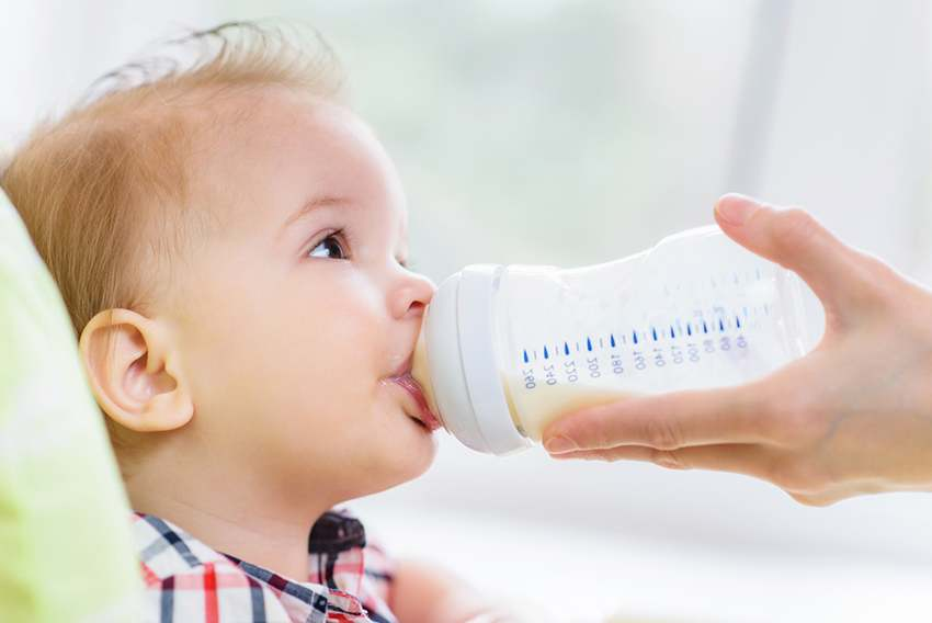เด็กทารกกิน นมผง