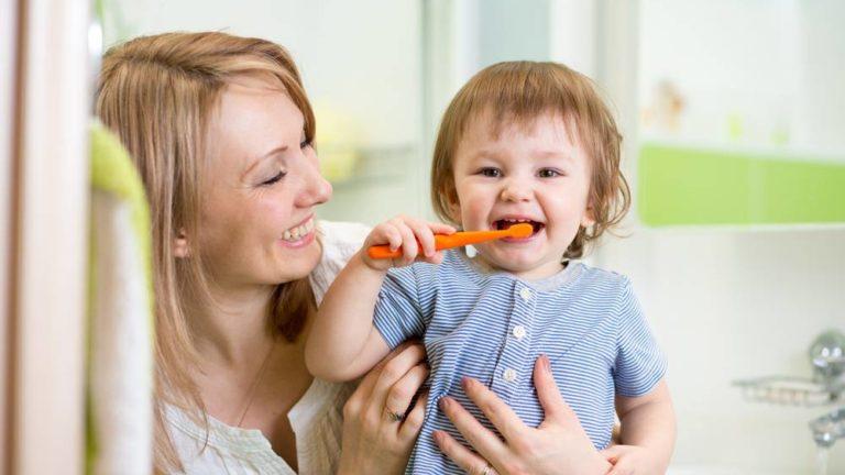 วิธีแปรงฟันให้ลูก ตั้งแต่ซี่แรกให้ถูกต้องสำคัญอย่างไร