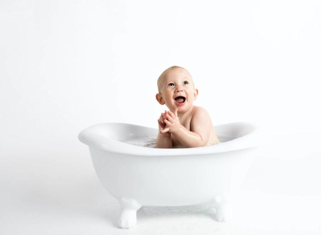 การดูแลลูกวัย 7-9 เดือน ให้เหมาะกับวัยและถูกหลักสำหรับคุณแม่มือใหม่