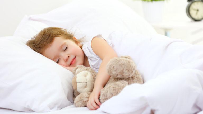 3 เทคนิค ฝึกลูกนอนเป็นเวลา ช่วยแก้ปัญหาลูกไม่ยอมนอนให้ถูกวิธี