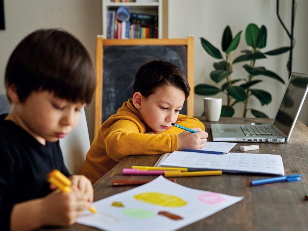 การเรียนออนไลน์ ต้องเตรียมพร้อมให้กับลูกเพื่อความชัวร์