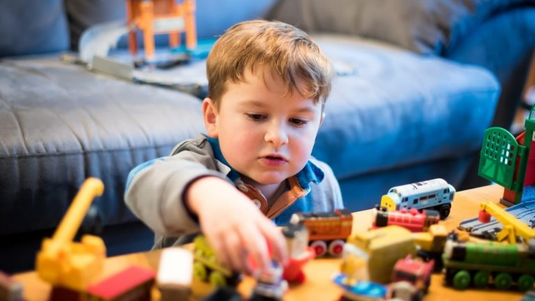 ของเล่นที่เหมาะกับวัย เพื่อการเสริมพัฒนาการที่ดี ของลูกในแต่ละช่วงอายุ