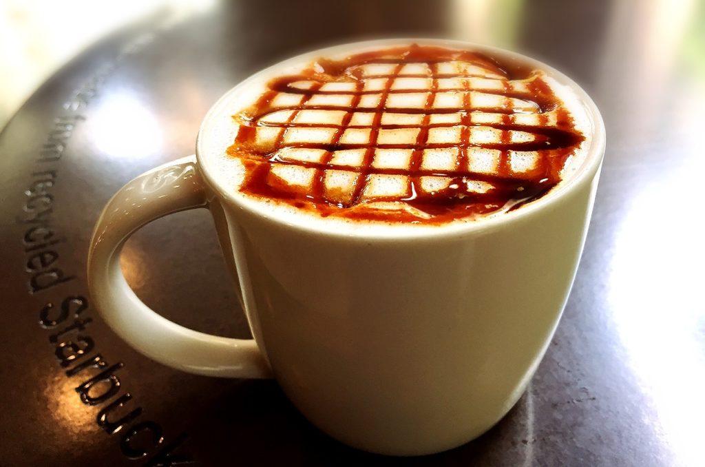 อาหารที่คุณแม่ให้นมควรเลี่ยง อีกหนึ่งอย่างคือ ชา กาแฟ  ช็อกโกแลต