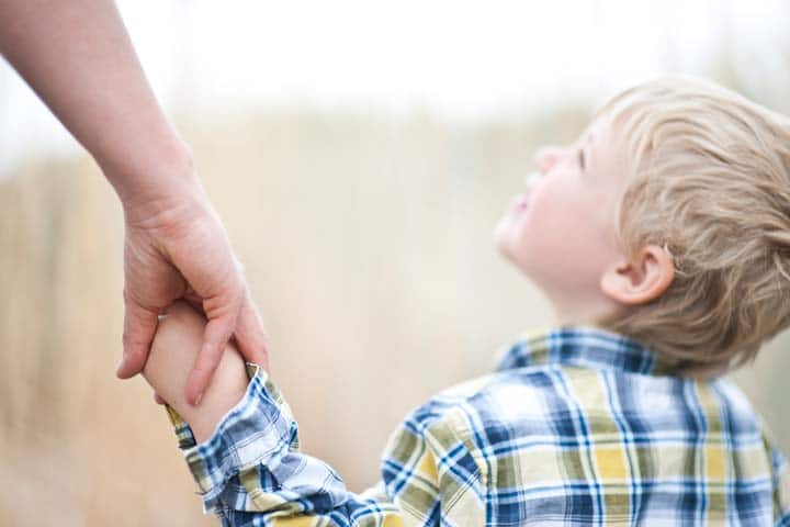 วิธีเลี้ยงลูกให้เป็นเด็กคิดบวก ด้วยการเป็นตัวอย่างที่ดี