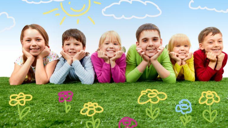 วิธีทำให้เด็กเข้าสังคมได้ดี ให้เป็นที่รักใคร่ ของผู้คนรอบข้าง ต้องทำอย่างไร