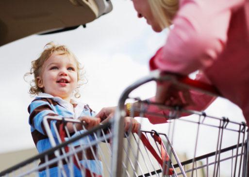 จุดอันตรายในห้าง ที่พ่อแม่ควรระวัง เมื่อพาลูกน้อยไปเดินเที่ยวห้างสรรพสินค้า จุดที่สองที่แอดอยากจะมาแนะนำ คือ รถเข็นห้าง