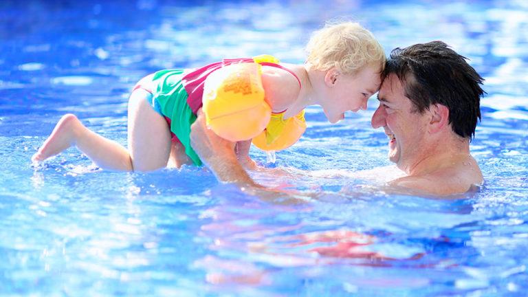 6 ข้อดีของการฝึกว่ายน้ำให้ลูก ได้ประโยชน์และดีอย่างไร ?
