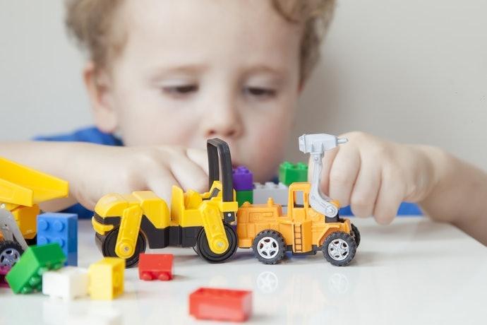 แนะนำ วิธีพัฒนาสมองลูก แบบง่ายๆ ด้วยการให้ลูกเล่นคนเดียวโดยมองอยู่ห่างๆ