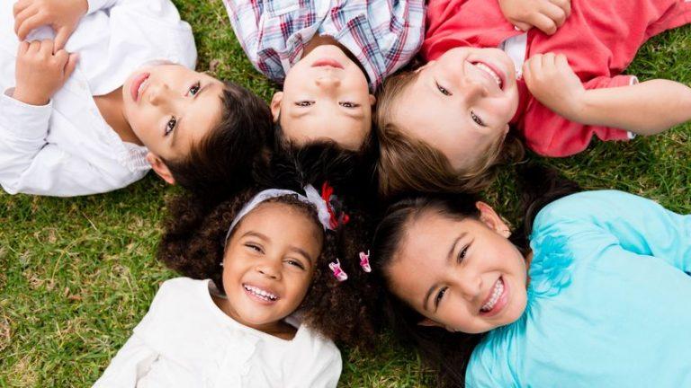 ทักษะการเข้าสังคม ของลูกเล็ก  สอนลูกให้ อยู่ในสังคม ได้อย่างมีความสุข
