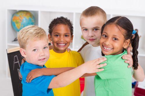 ทักษะการเข้าสังคม แบบพื้นฐาน  ที่พ่อแม่สามารถปลุกฝังให้ลูกได้