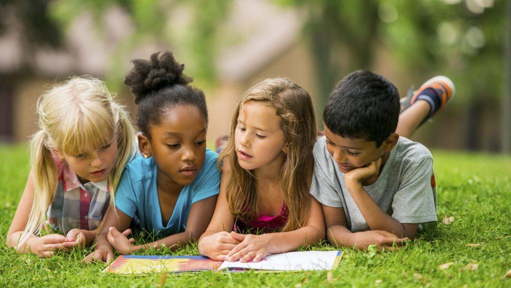 ทักษะการเข้าสังคม ของเด็กที่พ่อแม่จำเป็นต้องสอน