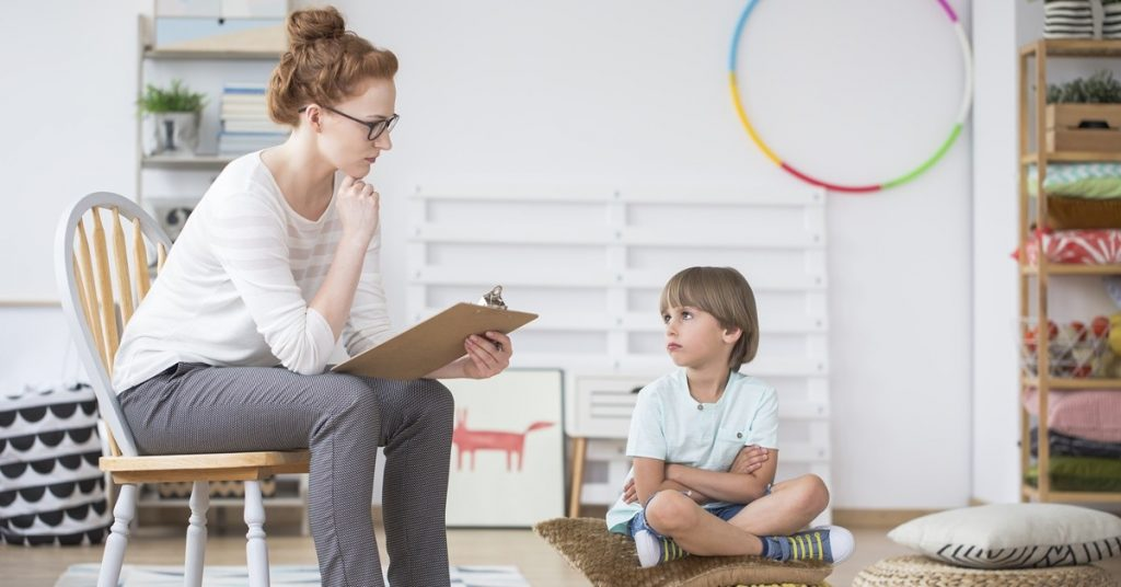 วิธีสอนลูกเมื่อลูกทำผิดด้วยการทบทวนการกระทำเมื่อครู่ของตัวเอง