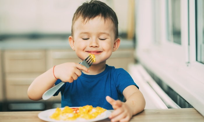 เด็กทานอาหารที่มี สารอาหารบำรุงสมอง จะดีต่อการพัฒนาของสมองของเด็กเป็นอย่างยิ่ง