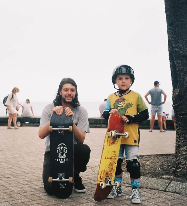 สอนเด็กเล่น Surf Skate กิจกรรมดีๆ อีกหนึ่งอย่างในครอบครัว