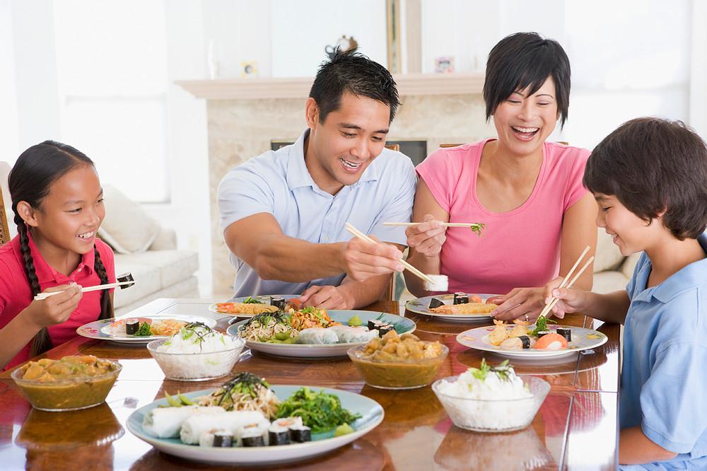 กิจกรรมที่พ่อแม่ควรทำกับลูก กับการทานอาหารร่วมกัน
