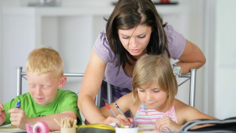 สอนการบ้านลูก ให้สนุก ลูกไม่เบื่อ สุขทั้งลูก และพ่อแม่ ได้อย่างไร?