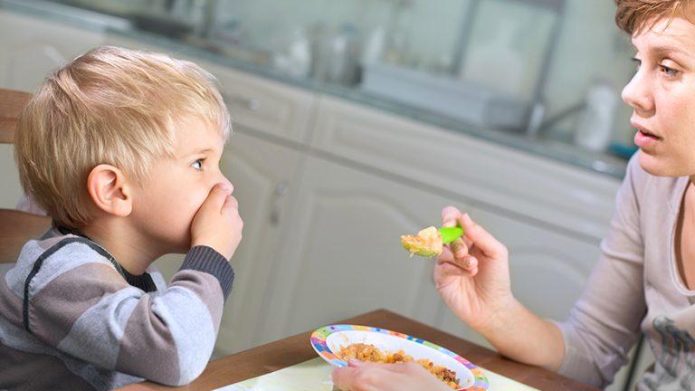 ลูกไม่ยอมกินข้าว  ลูกกินข้าวน้อย  พ่อแม่ควรทำอย่างไร